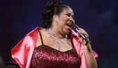 Aretha Franklin performing on the 'VH1 Divas Live: The One and Only Aretha Franklin' at Radio City Music Hall in New York City, 4/9/01. The show airs live on VH1 on Tuesday, April 11, 2001 at 9:00PM EST. Photo by Scott Gries/ImageDirect.